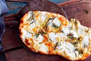 Focaccia all'aglio e rosmarino